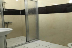 Otel odası banyo görünümü